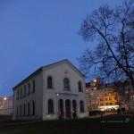 synagoga osaměle stojící...