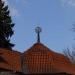 ...globus na střeše letohrádku